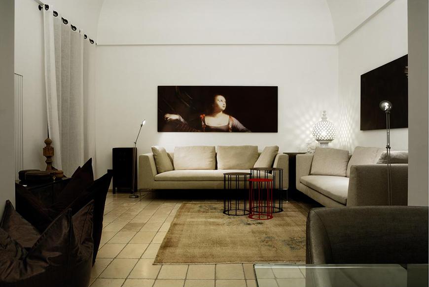 Studio Talent: Un palazzotto dell'ottocento su più livelli diviene un'insolita dimora caratterizzata dalla doppia altezza dei suoi ambienti e da una piccola corte (con D. Parisio).